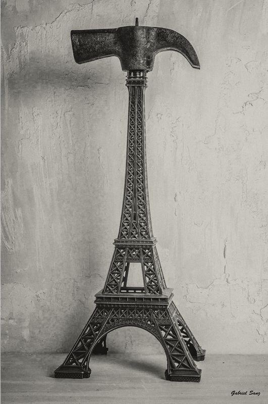 foto conceptual Torre Eiffel