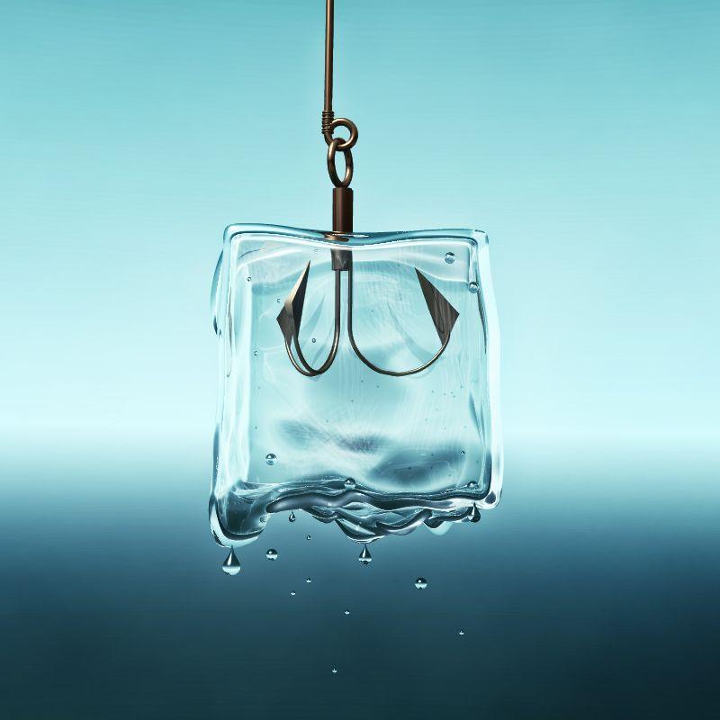 Cubito de hielo en anzuelo . imagen por Gabriel Sanz Glitch