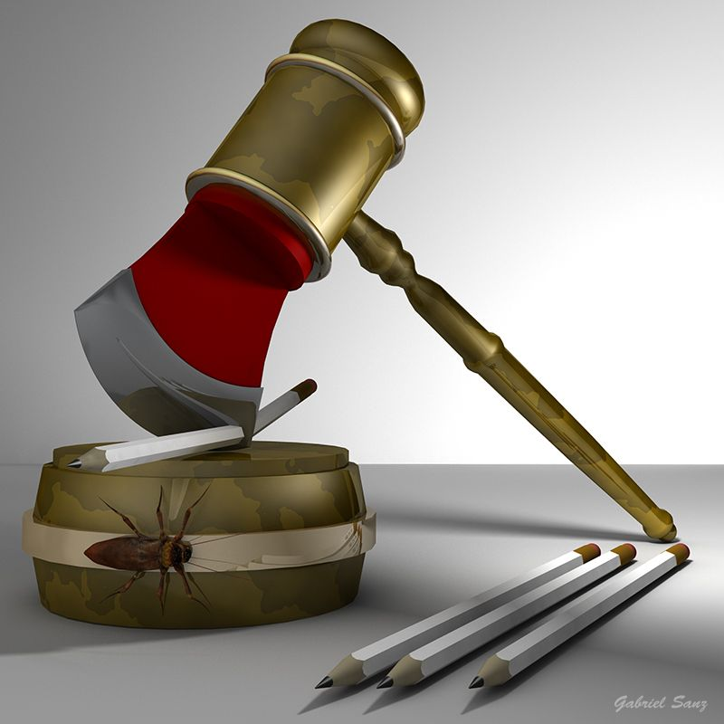 Mazo de juez con hacha y lapiceros